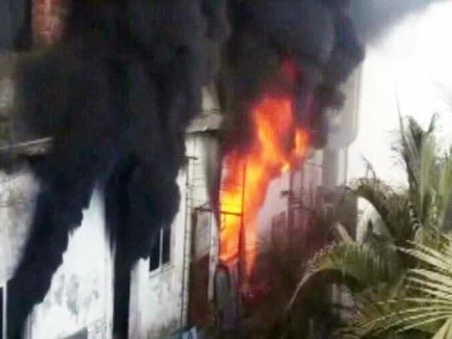 Video : मुंबई : प्लास्टिक फैक्ट्री में आग लगने से चार लोगों की मौत, दो घायल