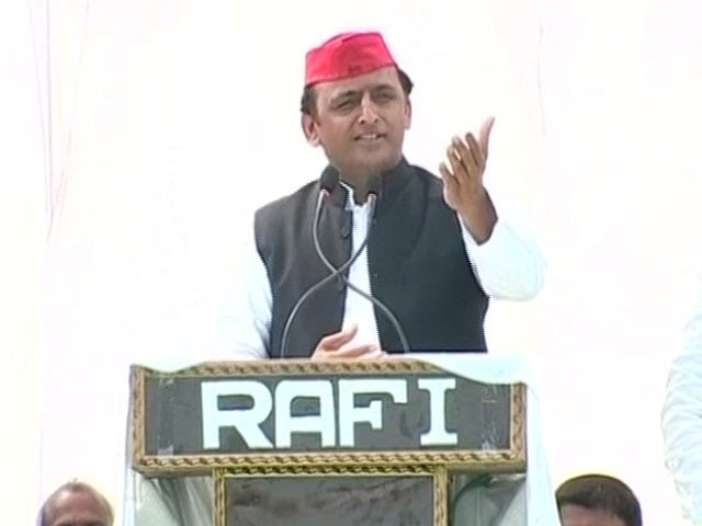 Video : With 'Gujarat's Donkeys', Akhilesh Yadav's Dig At PM Modi, Big B