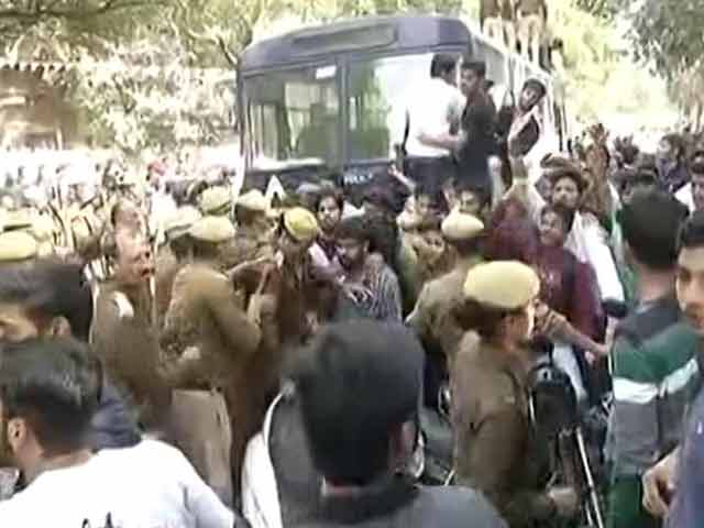 Video : Clashes Outside Delhi's Ramjas College Over Invite To JNU's Umar Khalid