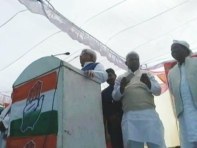 Videos : सपा के लिए चुनाव प्रचार में जुटे आरजेडी प्रमुख लालू यादव