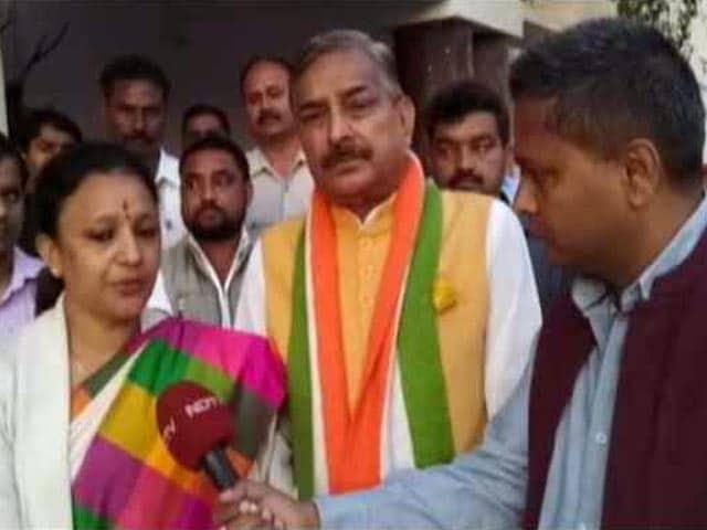 Videos : यूपी चुनाव : पिता की राजनीतिक विरासत संभालती बेटियां