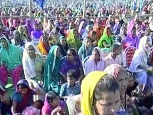 Video : बहराइच : पीएम मोदी की रैली में जय गुरुदेव समर्थक भी हुए शामिल