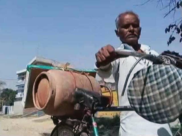 Video : इंडिया 8 बजे : क्या रसोई गैस से बदलेगा यूपी का चुनावी गणित?