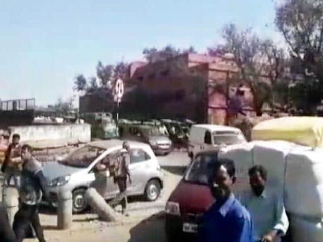 Video : दिल्ली : रोड रेज के दौरान हमलावरों ने कारोबारी की नाक काटी