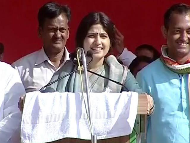 Videos : जौनपुर में रैली में दहाड़ीं डिंपल यादव