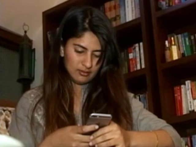 Video : शहीद की बेटी को रेप की धमकी