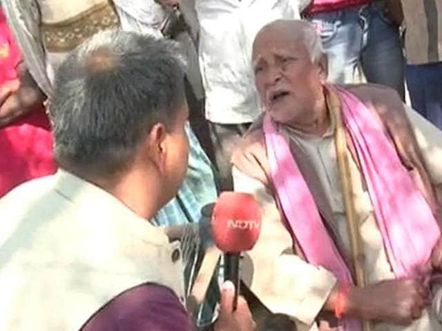 Video : यूपी चुनाव : अमेठी के परसौली गांव के लोगों ने वोट देने से किया बायकॉट