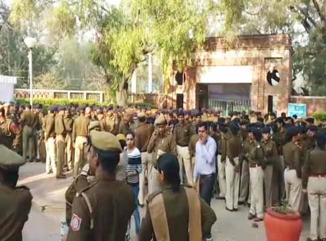 Videos : रामजस विवाद : दिल्ली विश्ववद्यालय का नार्थ कैंपस बना छावनी