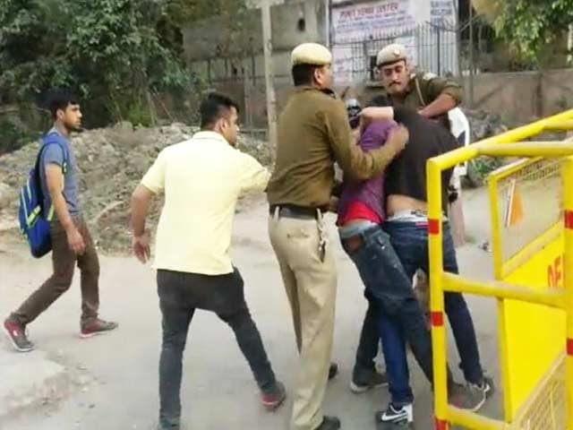 Videos : एबीवीपी ने निकाले गए मारपीट के दो आरोपी