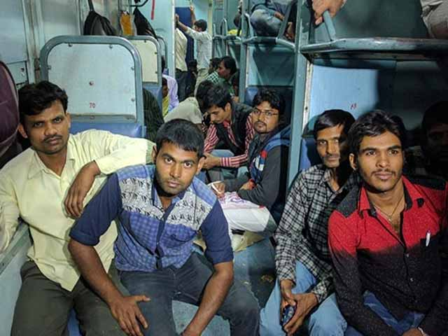 Video : On Train From Mumbai, Young Men Who Didn't Find Jobs In UP Return To Vote