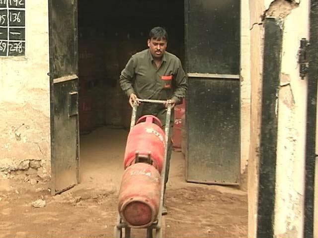 Videos : बिना सब्सिडी वाले LPG सिलेंडर के दाम में बड़ी बढ़ोतरी, 86 रुपये महंगा हुआ