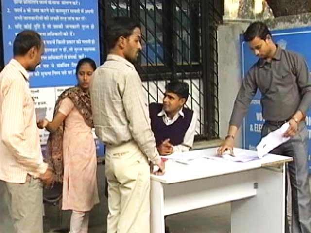 Videos : महंगा पड़ा आधार पर सवाल, पुलिस में रिपोर्ट दर्ज