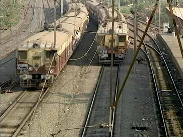 Videos : जल्द ही आधार आधारित ऑनलाइन टिकट बुकिंग की शुरुआत कर सकता रेलवे
