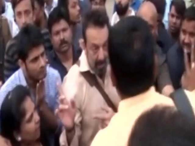Video : Sanjay Dutt's Security Roughs Up Media And Locals, Actor Apologises
