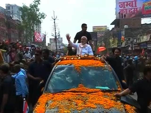 Video : PM Modi Visits Varanasi's Resident Deities