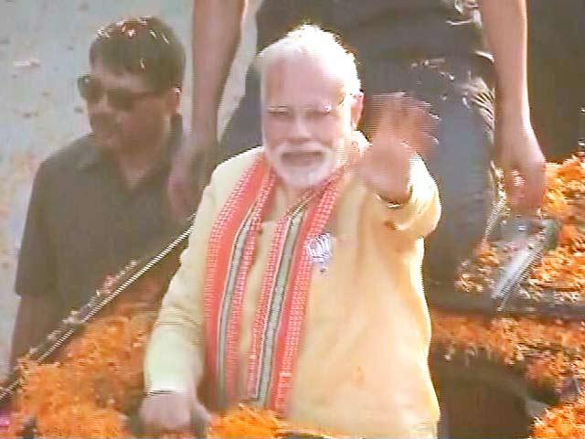 Video : Amid Rose Petal Shower, Slogans, PM Modi Begins Varanasi Roadshow