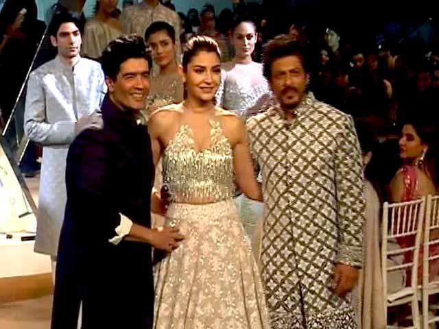 Video : Mijwan Fashion Show: शाहरुख और अनुष्का बने शो स्टॉपर