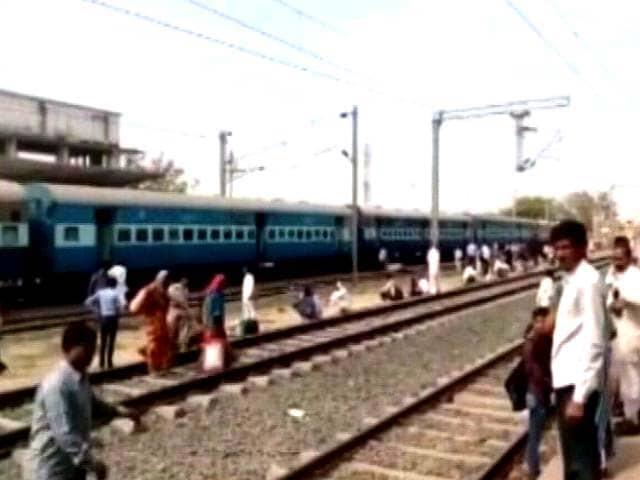 Video : MP: भोपाल-उज्जैन पैसेंजर ट्रेन 59320 में धमाका, गृहमंत्री बोले- धमाके में गन पाउडर की गंध