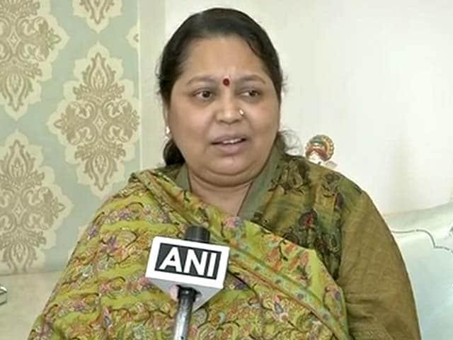 Videos : सपा की कलह पर मुलायम सिंह यादव की पत्नी साधना ने तोड़ी चुप्पी