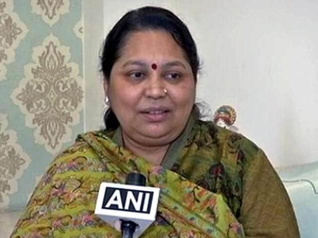 Video : यूपी का महाभारत : मुलायम की पत्नी साधना गुप्ता बोलीं, गलत समय पर पार्टी में फूट पड़ी