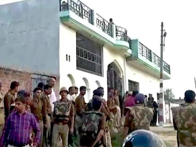 Videos : नेशनल रिपोर्टर : घर में घिरा आतंकी, जिंदा पकड़ने की कोशिश में पुलिस