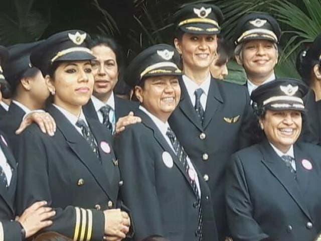 Video : महिला दिवस पर तोहफा : एयर इंडिया ने 50 महिला कर्मचारियों को दिया हवाई सफर का मौका