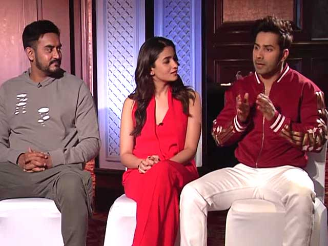 Video : Tinder vs Matrimonial Site, Varun Dhawan Swipes Right/Left