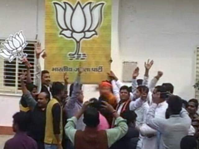 Videos : यूपी में बीजेपी की जीत के बाद कौन बनेगा मुख्यमंत्री
