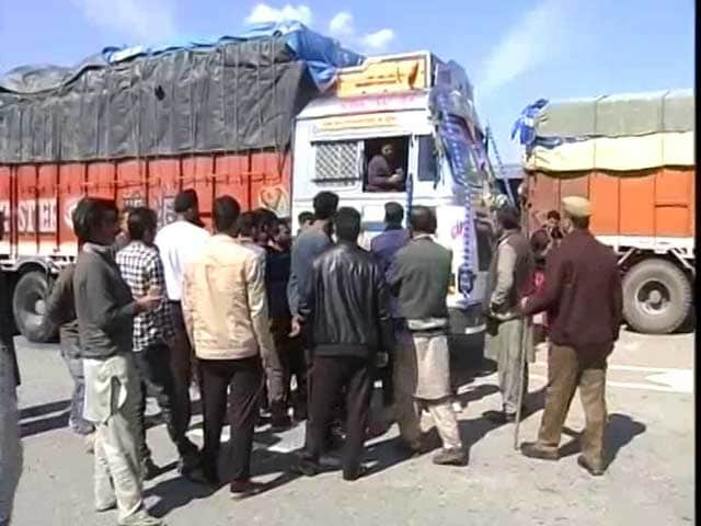 Video : Jammu-Srinagar National Highway Blocked For The Fifth Consecutive Day