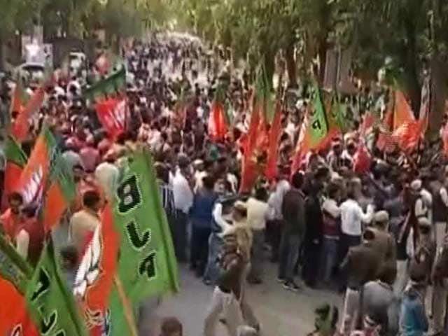 Videos : यूपी में बीजेपी की बड़ी जीत लेकिन सीएम अभी तक तय नहीं