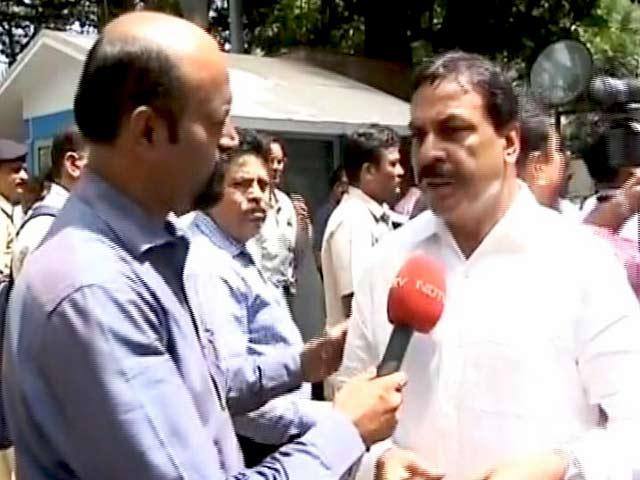 Videos : मुंबई में SBI के मुख्यालय पर कांग्रेस का प्रदर्शन