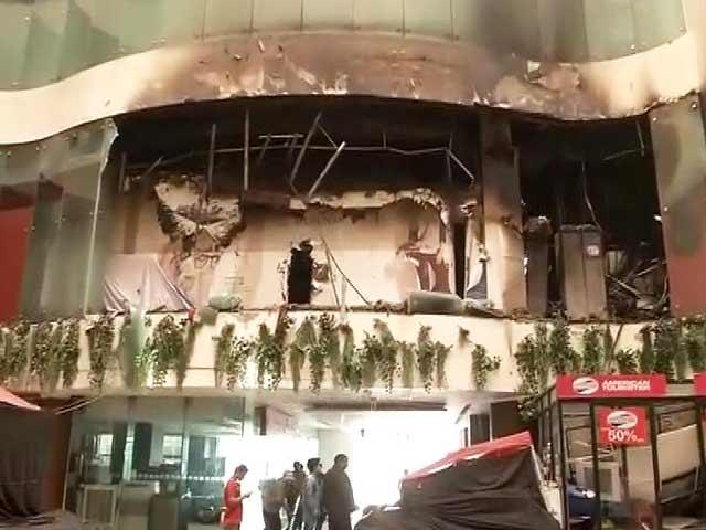Videos : दिल्ली: जिस होटल में महेंद्र सिंह धोनी ठहरे थे, वहां लगी आग