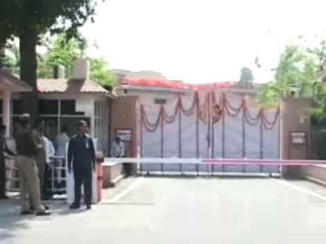 Videos : मुख्यमंत्री योगी आदित्यनाथ के नए घर में गृह प्रवेश की तैयारी
