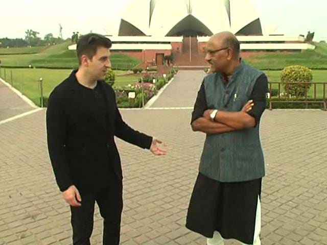Video : Walk The Talk With Airbnb CEO Brian Chesky