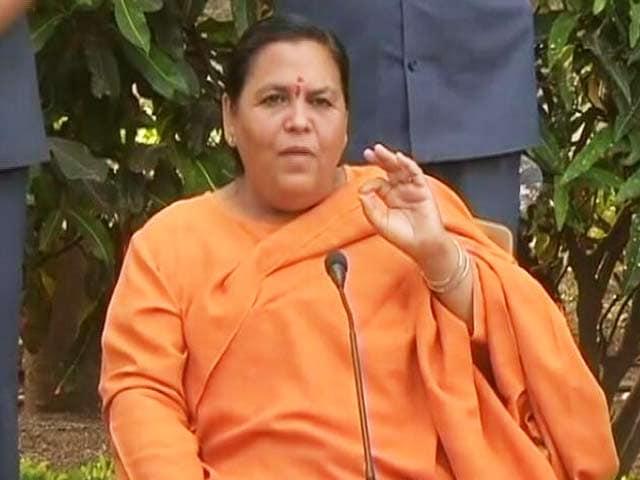 Videos : यूपी में मंत्रियों के लाल बत्ती हो या नहीं : कंफ्यूजन कायम, उमा भारती बोलीं- निजी काम के लिए न हो