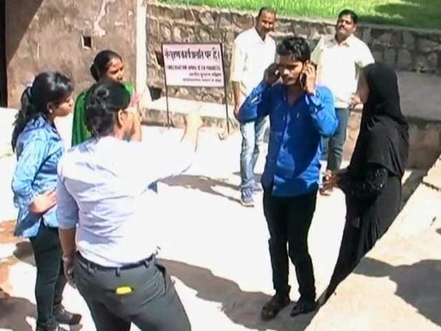 Videos : नेशनल रिपोर्टर : यूपी में पुलिस ले रही है मनचलों की ख़बर
