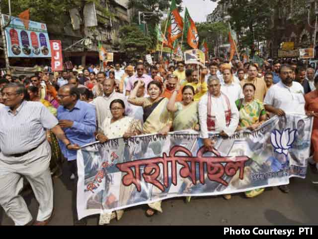 Video : BJP Protests Against Trinamool Congress Leaders Seen In Narada Sting
