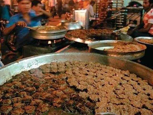 Video : लखनऊ : 100 साल में पहली बार बंद हुई टुंडे कबाबी की दुकान