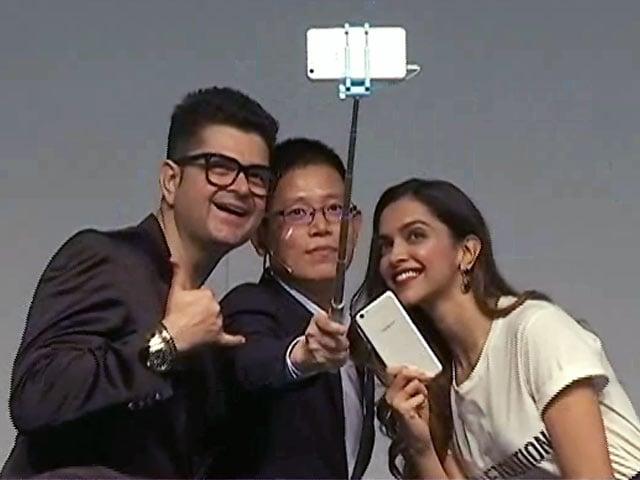 Videos : फिल्म 'पद्मावति' से जुड़े विवाद पर दीपिका पादुकोण की चुप्पी