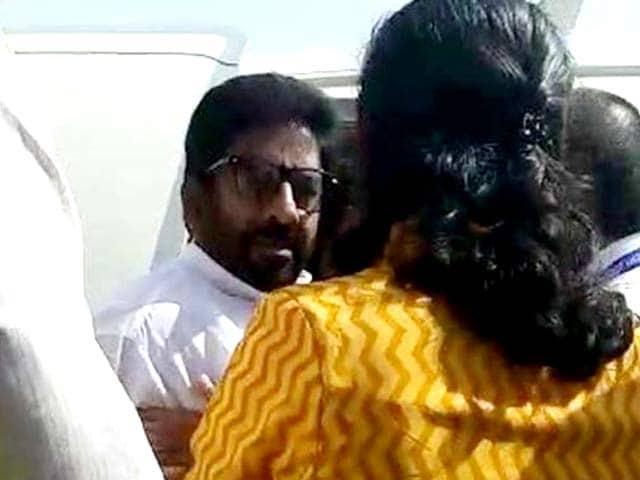 Videos : नेशनल रिपोर्टर : बदसलूकी को लेकर एयर इंडिया ने शिवसेना सांसद को किया ब्लैकलिस्ट