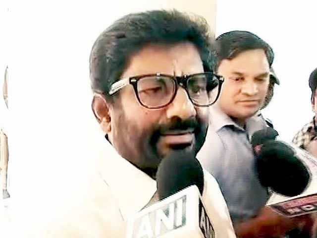 Videos : मेरी कोई गलती नहीं है वे माफी मांगें : रवींद्र गायकवाड़