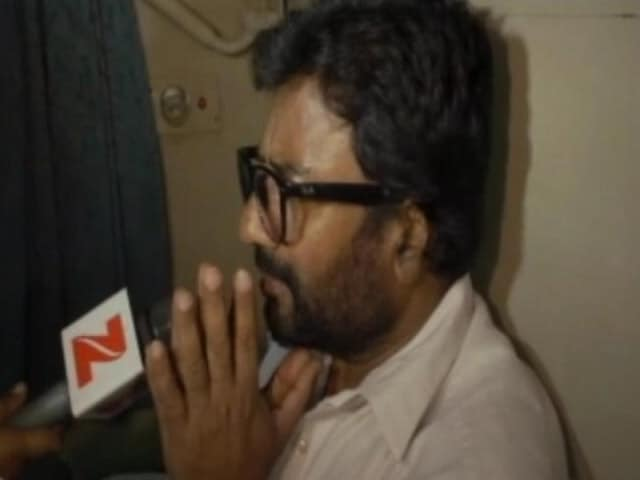Videos : विमान में बैन के बाद शिवसेना सांसद रवींद्र गायकवाड़ का ट्रेन से सफ़र