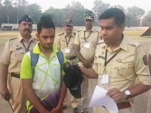 Videos : पुलिस भर्ती में मुन्नाभाई : लंबाई बढ़ाने के लिए पहना विग