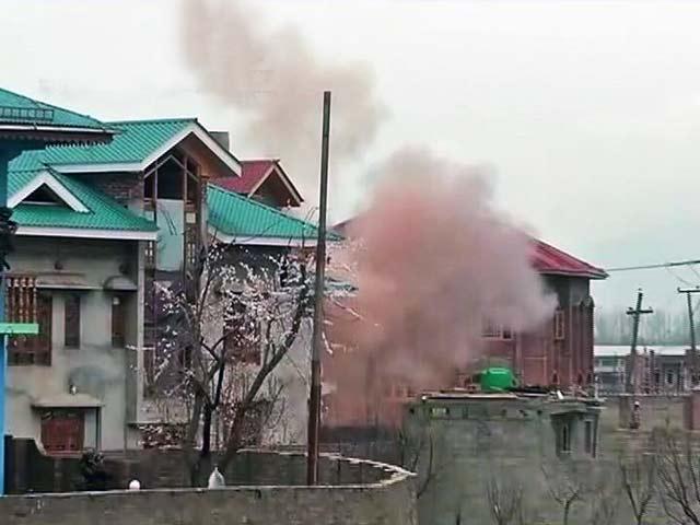 Videos : कश्मीर के बड़गाम में आतंकियों और सुरक्षाबलों की मुठभेड़, 3 नागरिकों की भी मौत