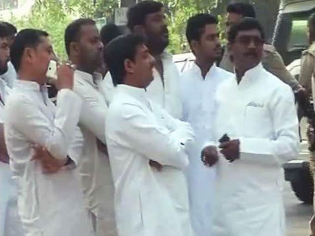 Videos : मुलायम सिंह यादव की बुलायी बैठक में नहीं जाएंगे सपा के विधायक