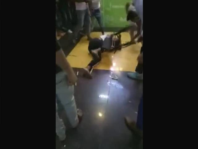Shocking Video Of Mob Attack On African At Mall Near Delhi