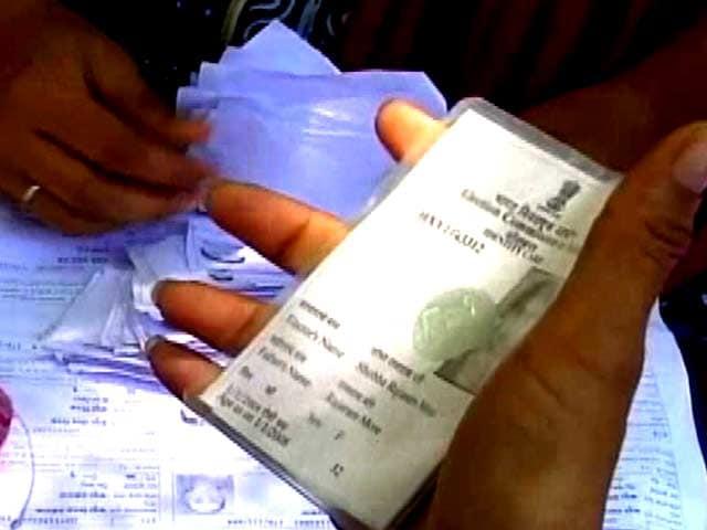 Videos : बीएमसी चुनाव 2017 : मतदाता सूची में गड़बड़, 11 लाख नाम हुए गायब