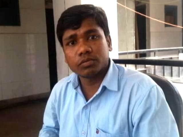Video : दिल्ली : सफदरजंग अस्पताल के चक्कर काटता एक ग़रीब मरीज़