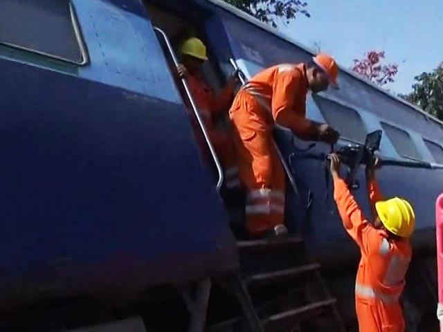 Video : Mahakoshal Express Accident: 8 Coaches Derail Near Uttar Pradesh's Kulpahar