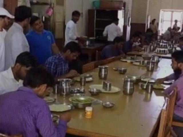 Video : यूपी में अवैध बूचड़खानों पर सख्ती का असर AMU पर भी